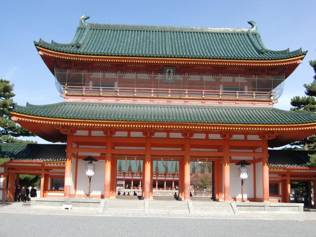 朱色が青空に映える平安神宮への行き方と感想・口コミ