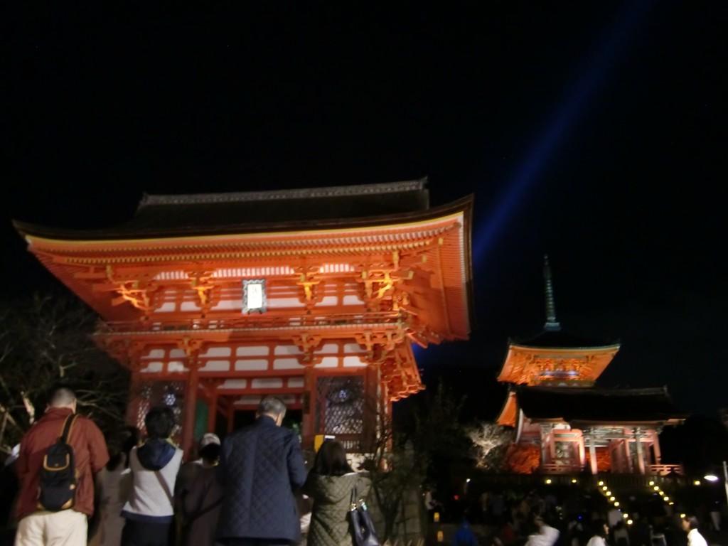 京都四条でランチ&カフェとメジャースポットの雑踏を眺める