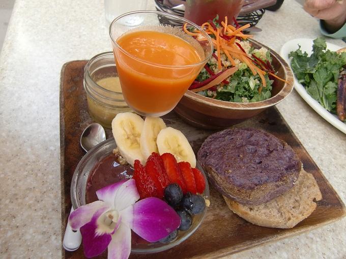 ヘブンリーアイランドライフスタイルで健康的な朝食・昼食をスムージーもオススメ!!