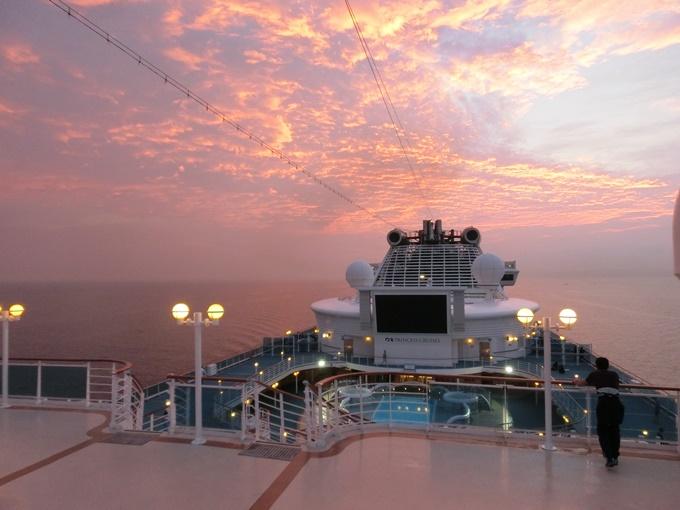 豪華客船の有料施設・レストランを瀬戸内海の美しい景色と共に堪能!